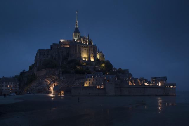 Mont Saint Michel la nuit