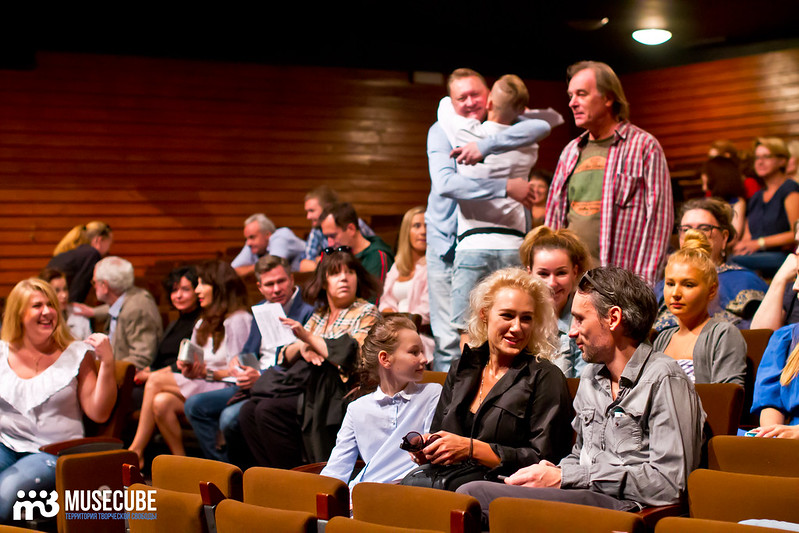 Sbor_truppy_Teatr_na_Taganke_012