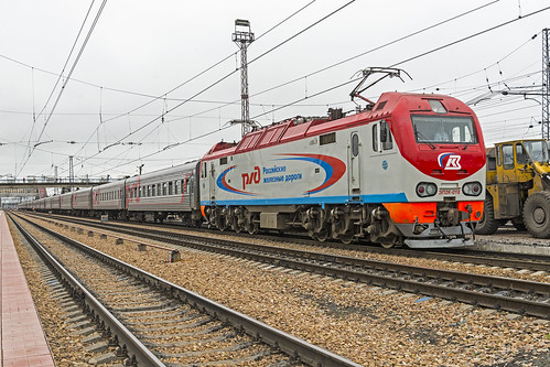 rzd russianrailways yuzhnouralskaya train electric 3kvdc ep2k 018 overcast station terminal