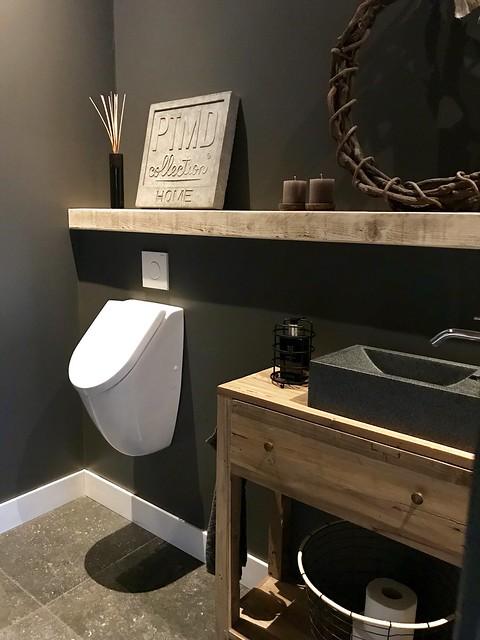 Toilet landelijk met urinoir