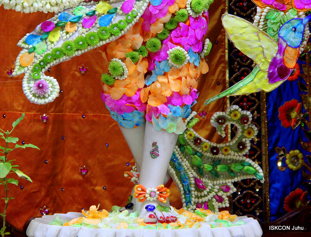 ISKCON Juhu Flowers Dressing Darshan on 6th Sep 2019