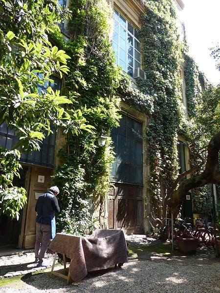 artisan dans sa cour, Via margutta