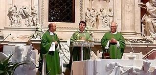 Un momento della messa a Loreto