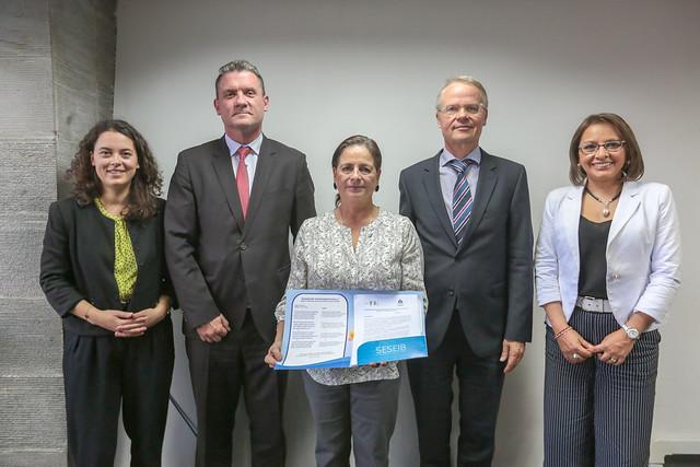 Firma de Convenio entre Ministerio de Educación y Fundación Sparkassen