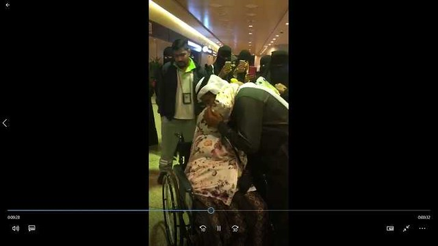 4121 A Saudi Family burst into tears at the Airport on the farewell of their Housemaid 01
