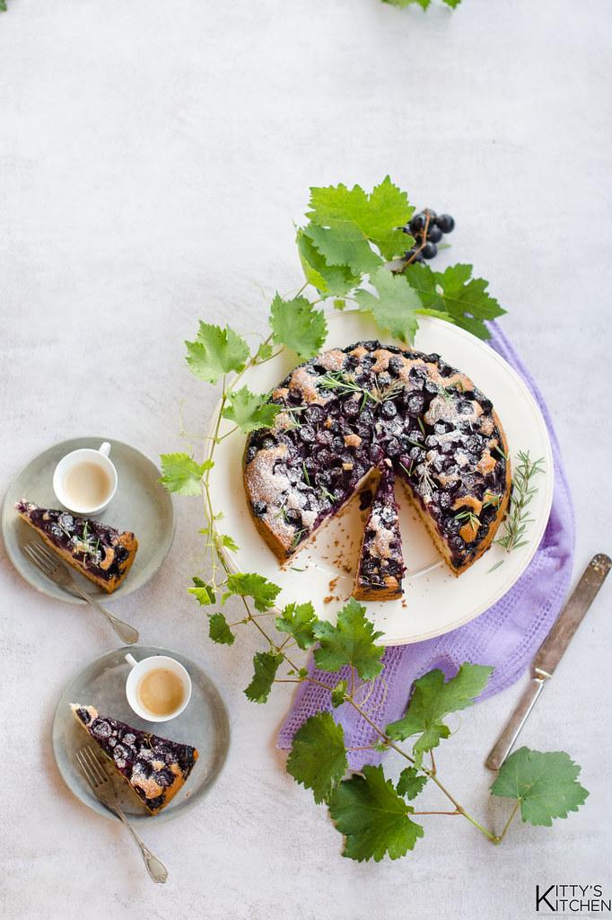 Torta uva fragola, olio extravergine e rosmarino