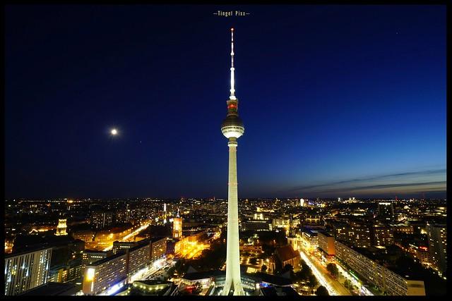 Blaue Stunde über Berlin  /// Blue hour over Berlin