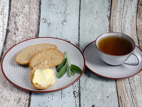 Brot mit Salbei und Lauch (1)