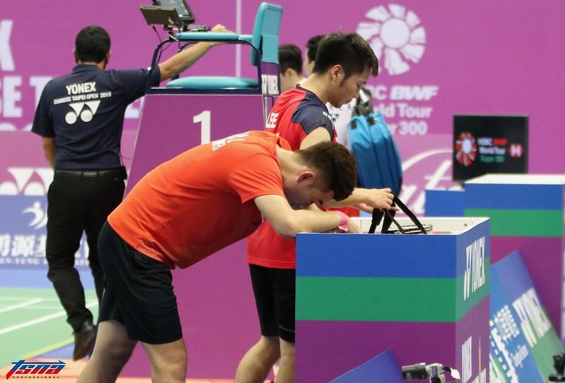 台灣男雙李洋、王齊麟止步四強,賽後難掩失落。(實習攝影林益民/攝)
