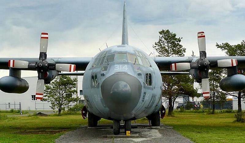 Lockheed C-130 Hercules 2