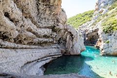Schwimmbereich an der Bucht Stiniva auf Vis, Kroatien