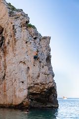 Felsklettern an der Bucht Stiniva auf der Insel Vis, Kroatien