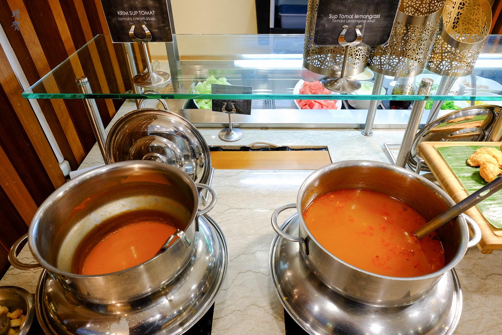Tomato and lemongrass soup