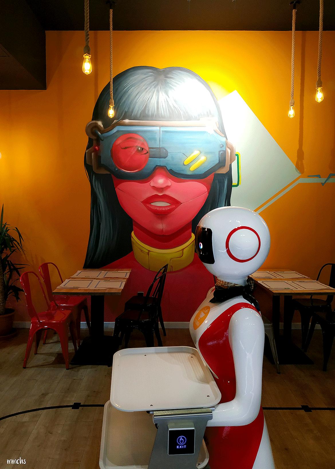 decoración restaurante Crensa Valencia camareros robots