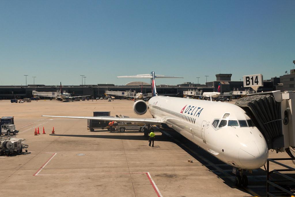 Delta Air Lines McDonnell Douglas MD-90-30 N922DX