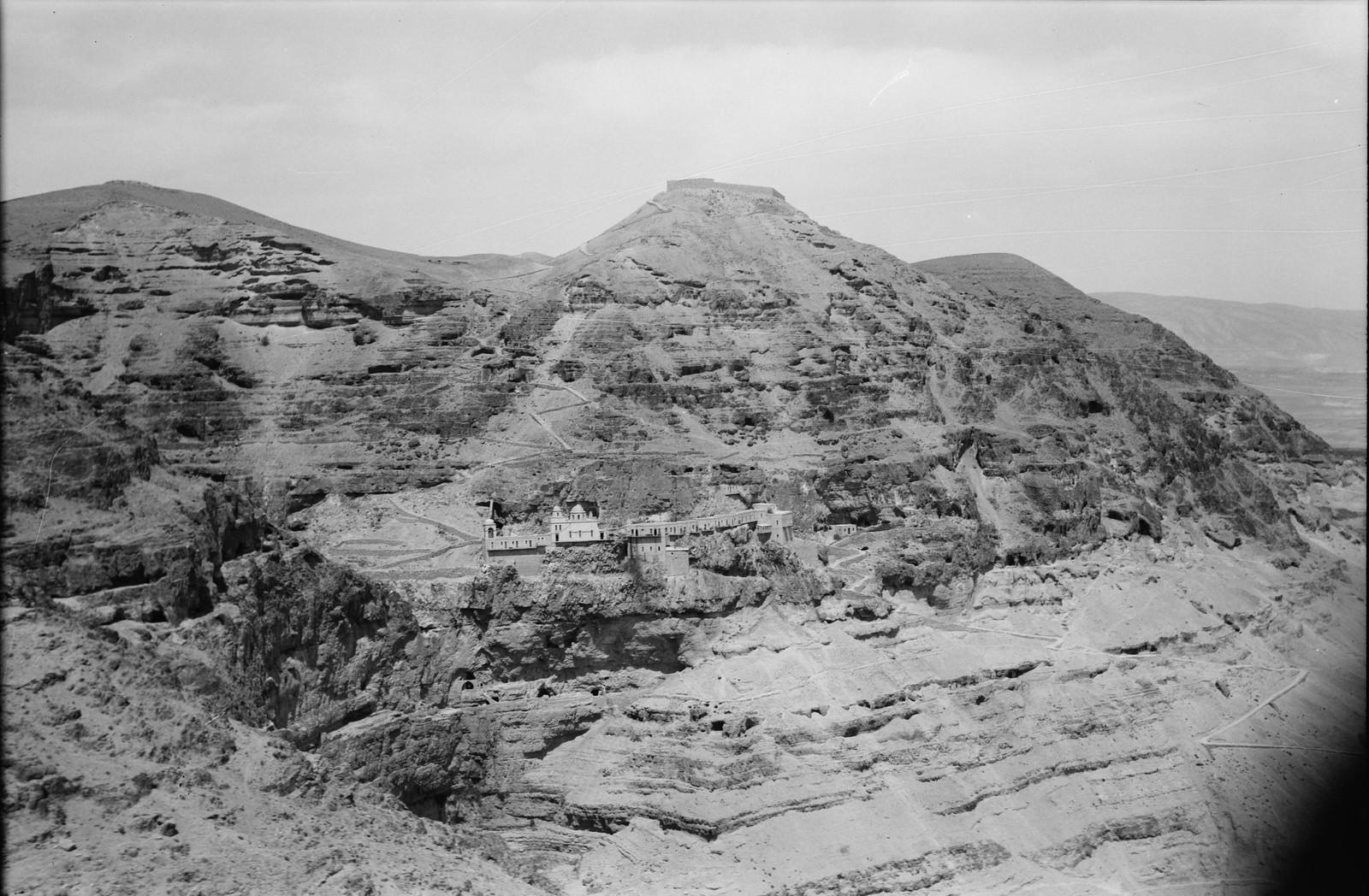 10. Воздушный маршрут по старой дороге Иерусалим-Иерихон. Гора Искушения и монастырь. Вид вблизи