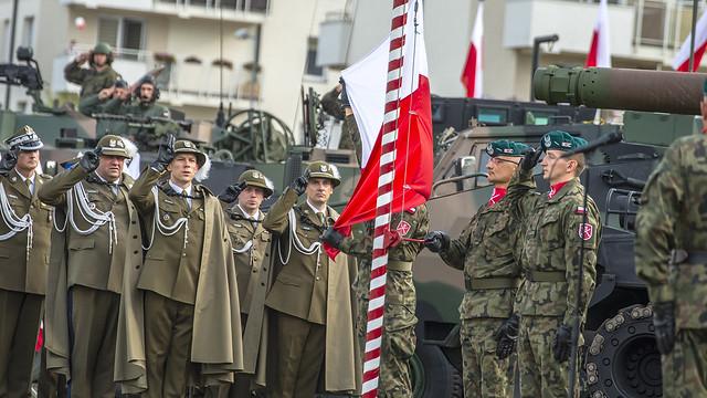 Sztandar wojskowy to symbol wierności, honoru i męstwa