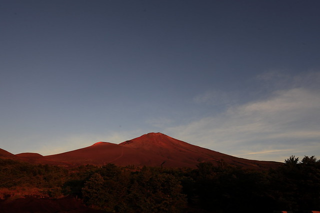 Mt. Fuji turns red in the morning glow