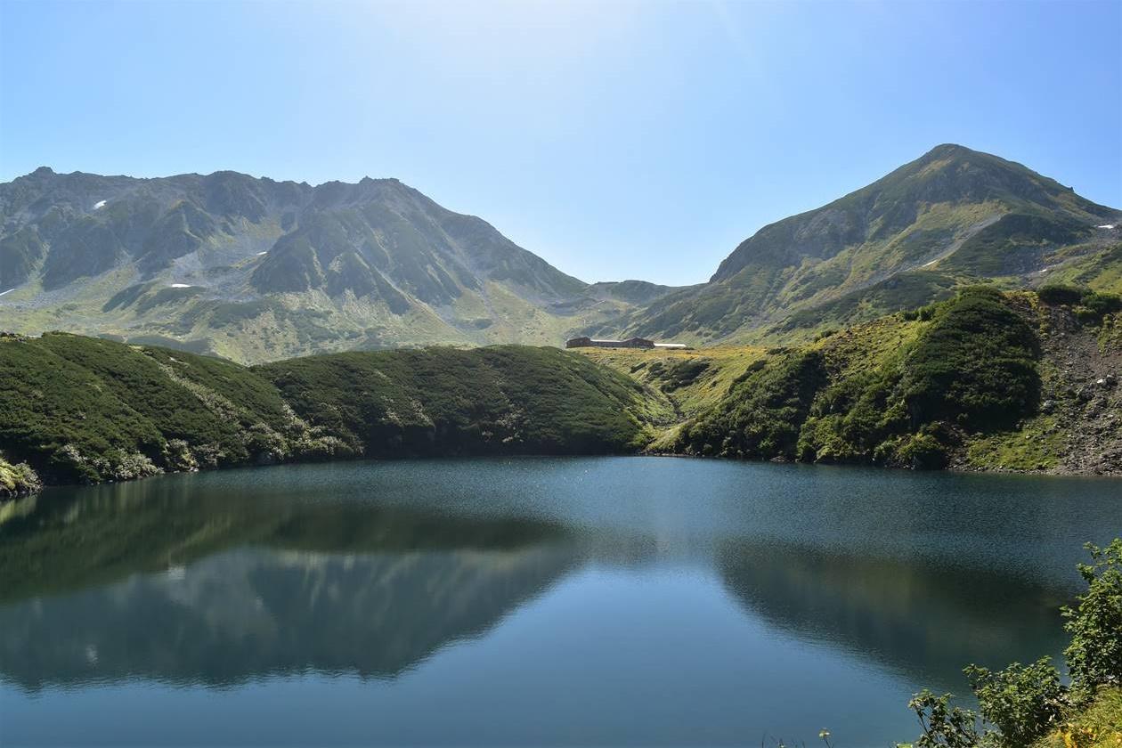 みくりが池から眺める立山