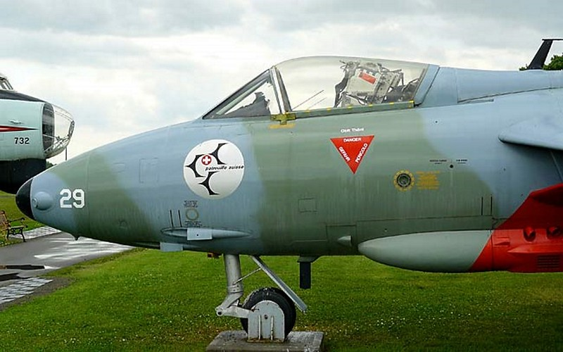 Hawker Hunter F-6 3