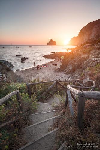 masua sardegna inglesiente pandizucchero scala stairway spiaggia beach paradise sunset tramonto