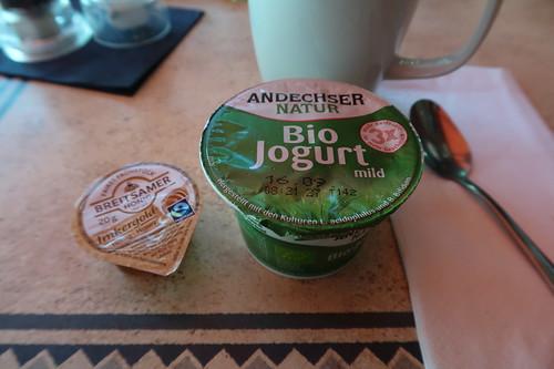 Bio-Joghurt mit fairem Honig
