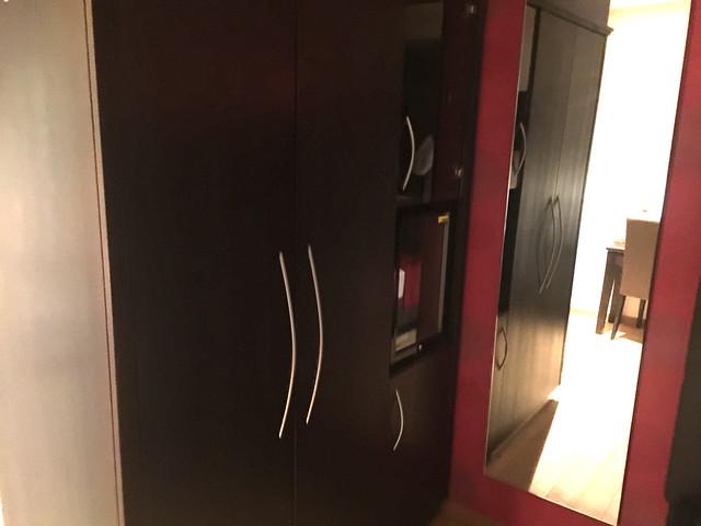 25 - Schrankecke mit Spiegel - Hotel das Mei - Muttern