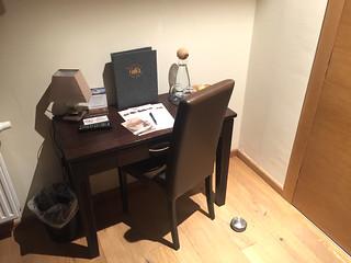 23 - Kleiner Schreibtisch - Hotel das Mei - Muttern