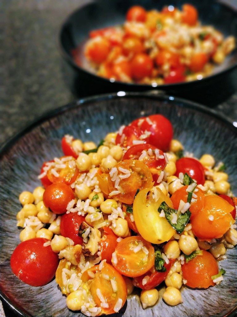 Tomato pilaf in bowls