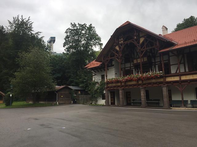 36 - Tiroler Haus & Erster Blick Bergisel