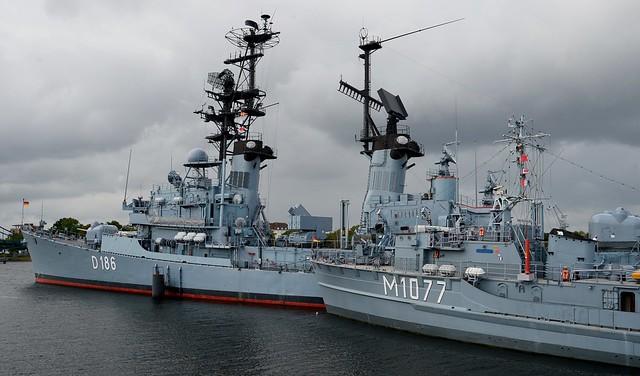 Wilhelmshaven - Destroyer and Minehunter