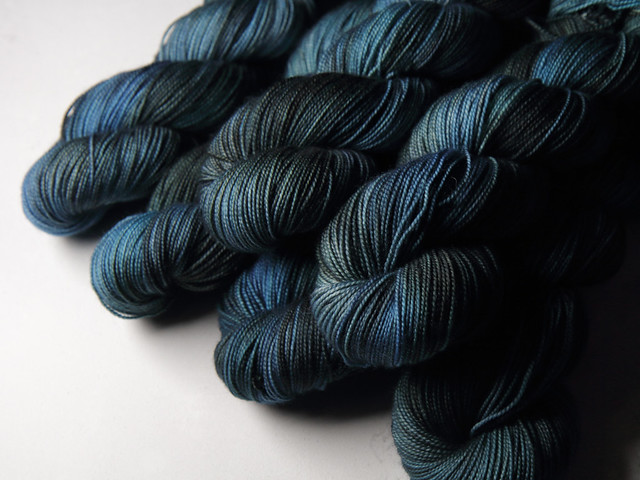 Favourite Sock – pure Merino 4 ply/fingering weight wool superwash hand dyed yarn 100g – 'Inky'