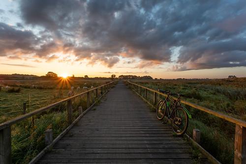 sunrise bike ride boardwalk bu marshes marsh wirral pinnacle neon 4 bicycle hybrid cheshire clouds sun flare sony a7rii hss
