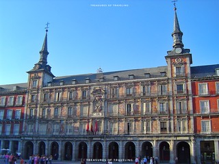 The Casa de la Panadería (Bakery House), as the name implies, no longer offers bread and sweet treats because it is now a municipal and cultural building on the north side of the Plaza Mayor. Plaza Mayor is one of Madrid's most famous squares and it is in