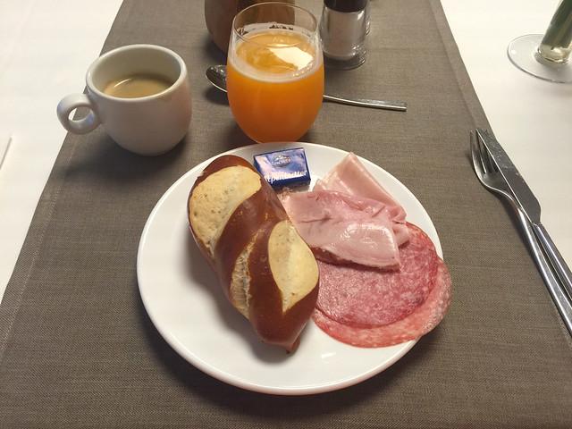 78 - Frühstück 2 - Laugensemmel, Salami & Kochschinken - Hotel das MEI