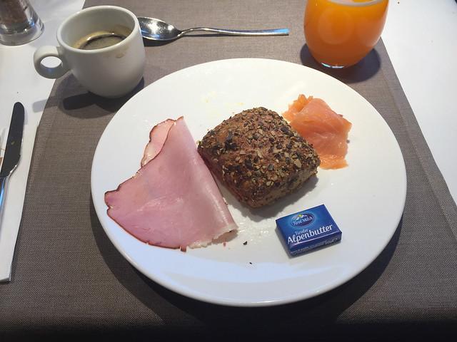 31 - Körnerbrötchen, Schinken & Lachs - Frühstück - Hotel das MEI - Mutters