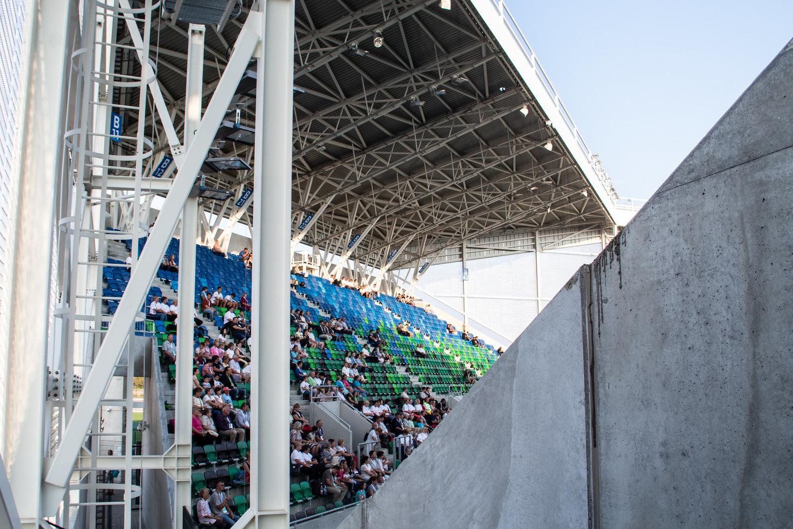 Vigyázat, egy független újság bejutott az új stadionba!