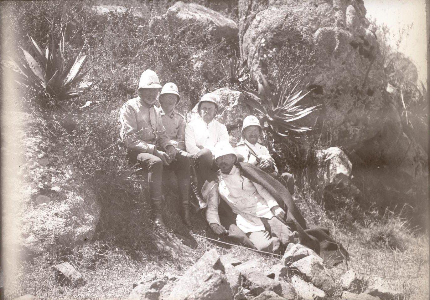 330. 1899. Абиссиния. г. Аддис-Абеба. Группа русских врачей
