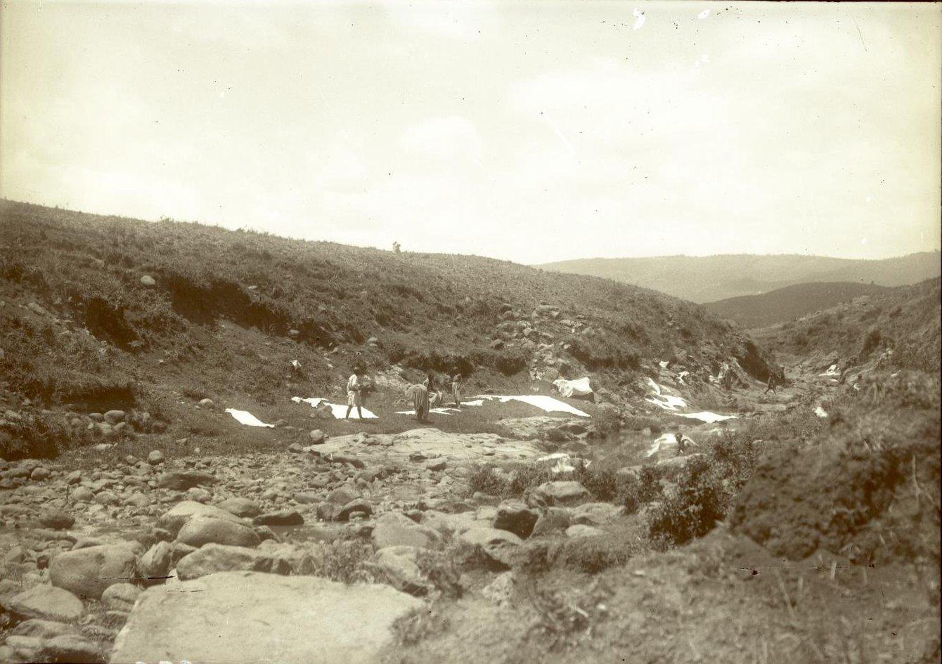 325. 1899. Абиссиния. г. Аддис-Абеба. Стирка на реке Кабана