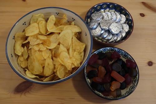 Potato Chips, Maynards Bassetts Wine Gums und Elisabeth Shaws Milk Chocolate Mint Crisp (ausgepackt))