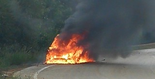 auto in fiamme (1)