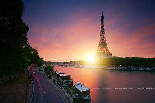 europe france paris paysage sunrise landscape cityscape longexposure light urbanlight clouds sky sun pink yellow starlight sunlight boat river seine eiffeltower toureiffel quayside quai fleuve morning matin levédesoleil poselongue road nikon nikkor tripod ndfilter national cielo design purple flickr colors