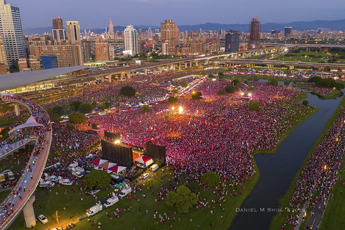 Aerial view of  Han Kuo-yu's campaign in New Taipei City | by *dans