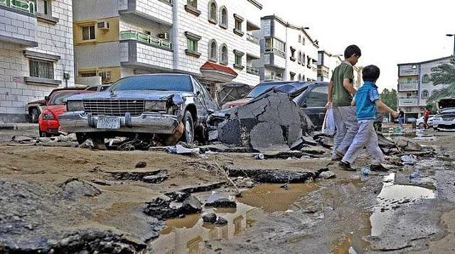 3368 Car damaged by a speed breaker or pothole 02