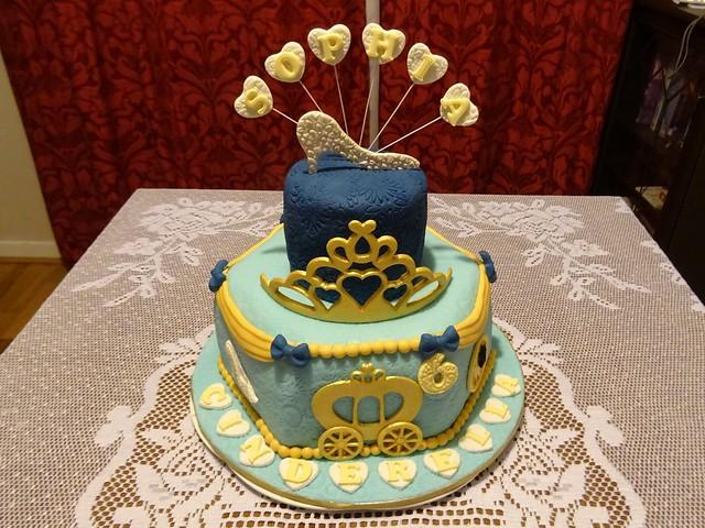 Sophia cinderella cake 2019 DSC02608