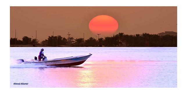 The return of  fishing boat عـــودة قــارب صيـــد