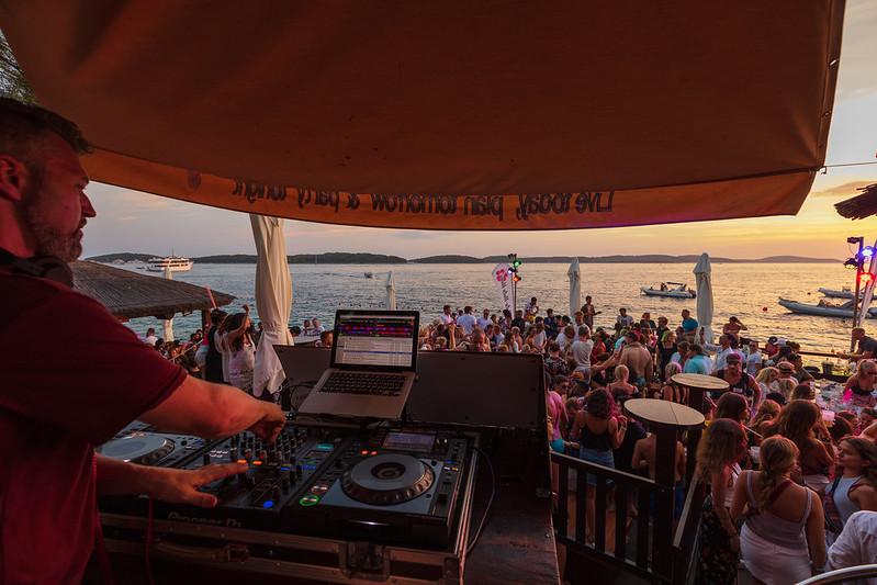 villaweek_2018_106_party_after_beach_hula_hvar