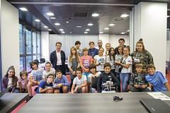 Foto grupal de las personas participantes con el alcalde Juan Carlos Abascal y los monitores de Doplay.
