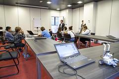 El alcalde Juan Carlos Abascal ha realizado una visita en la última sesión del taller de robótica.