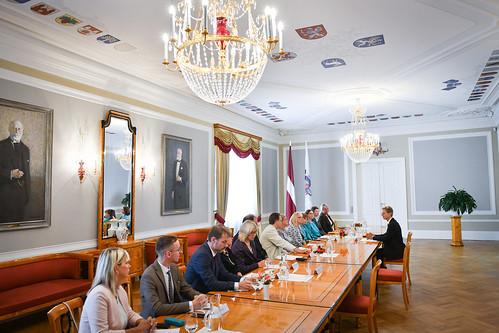 """Valsts prezidents Egils Levits tiekas ar biedrības """"Latvijas Pedagogu dome"""" pārstāvjiem"""